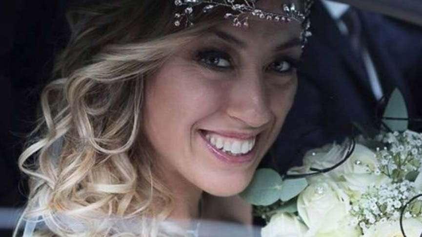 Evleneceği erkek bulamayınca kendisiyle evlendi sonra balayına çıktı