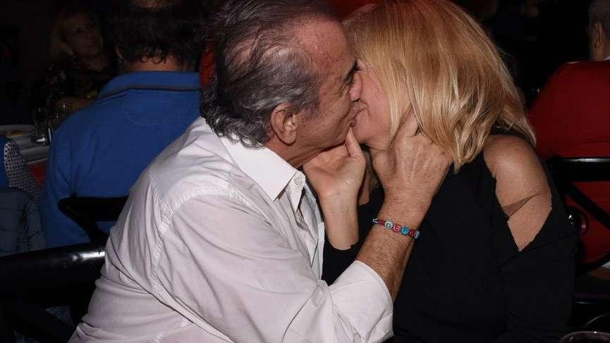 Erhan Yazıcıoğlu eşi Müge Yazıcıoğlu'nu öpücüklere boğdu
