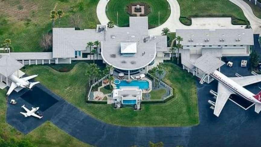 Bu bir evse bizim oturduklarımız ne? John Travolta'nın evi görenlerin ağzını açık bırakıyor!