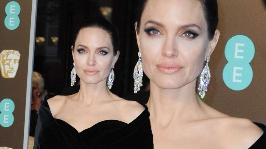 Angelina Jolie 71. BAFTA Ödül Töreni'nde güzelliğiyle büyüledi