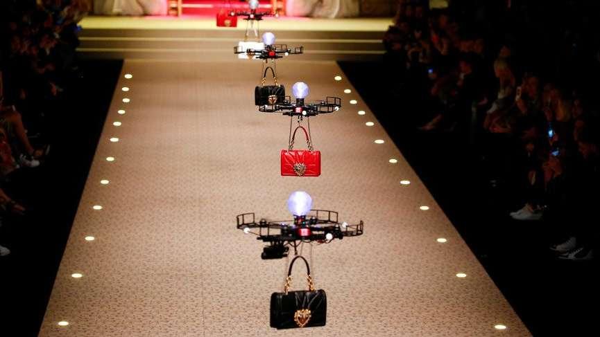 Dolce&Gabbana dronlarla yaptığı defile ile dikkat çekti