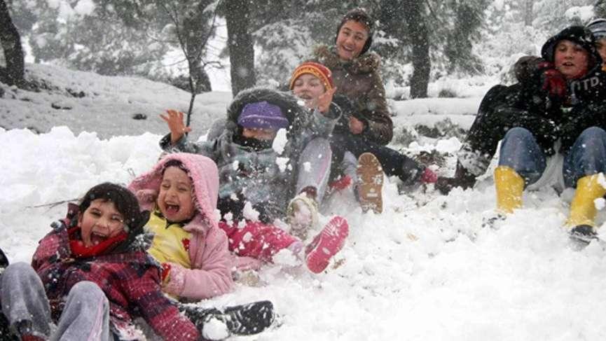 Valilikten son dakika kar tatili açıklaması: İstanbul'da okullar tatil edilecek mi?