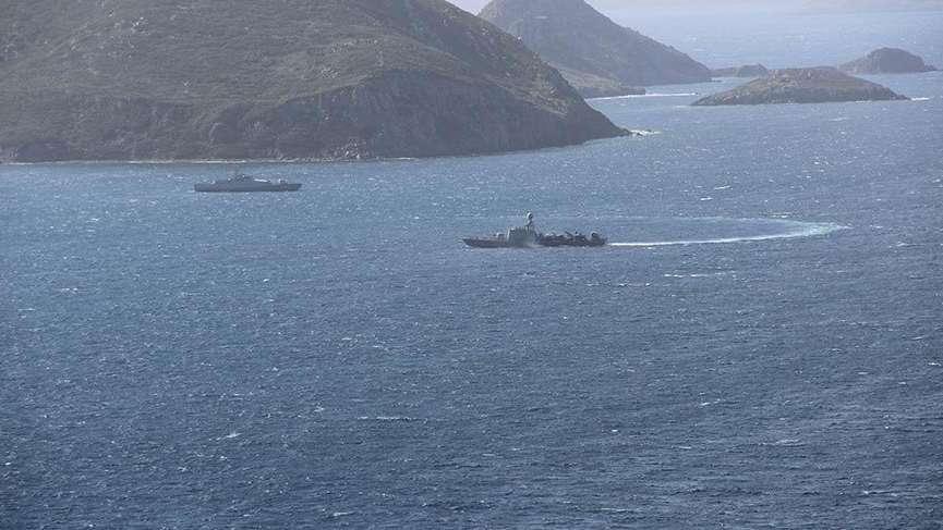 Türk-Yunan savaş gemileri Kardak kayalıklarından ayrılmadı