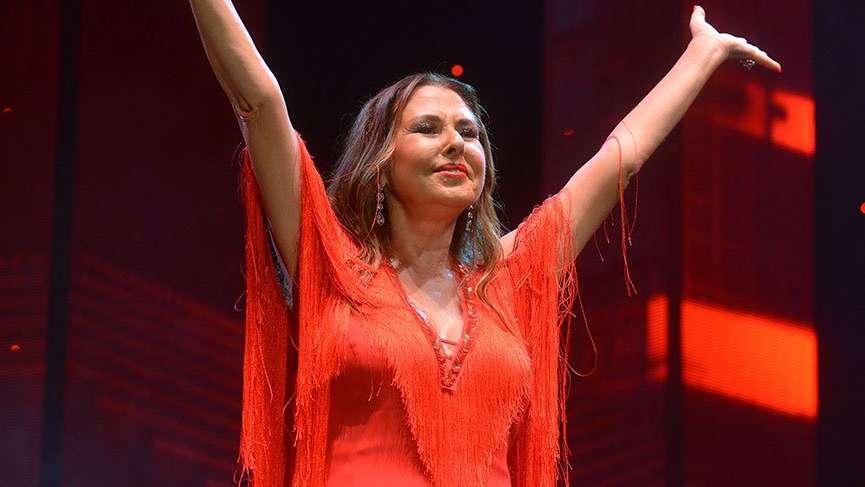 Şarkıcı Nilüfer ameliyat oldu