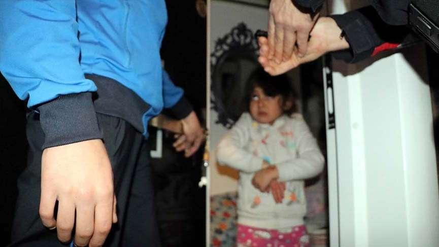 Ailesinin içeriye kilitleyip işe gittiği 5 yaşındaki Iraklı kızı polis kurtardı