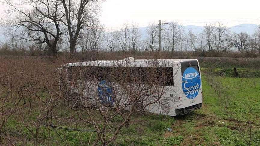Yolcu otobüsü meyve bahçesine girdi: 6 yaralı