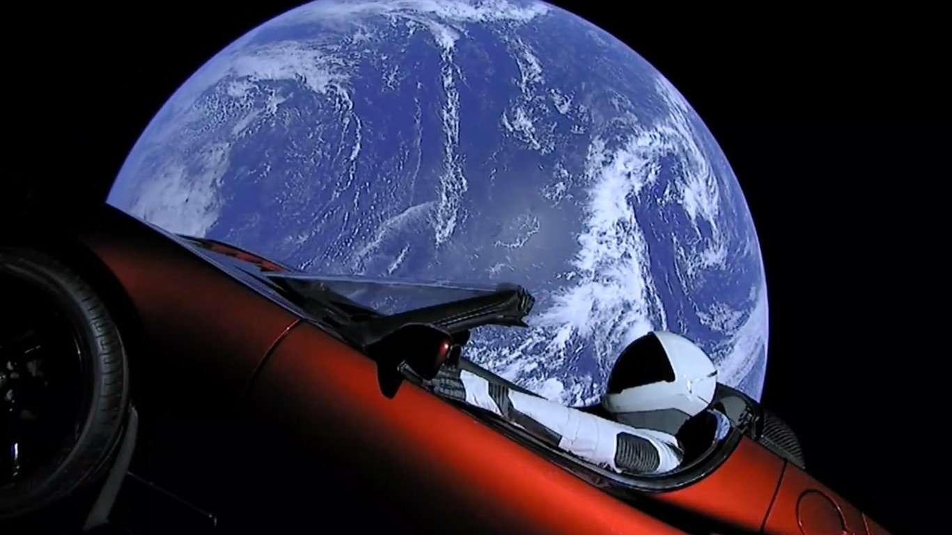 Falcon Heavy'nin uzaya götürdüğü Tesla Roadster'in konumunu takip edebilirsiniz