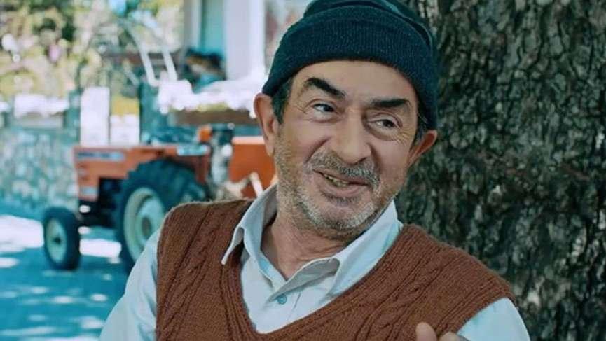 """Turan Özdemir'e """"En iyi yardımcı erkek oyuncu"""" ödülü"""
