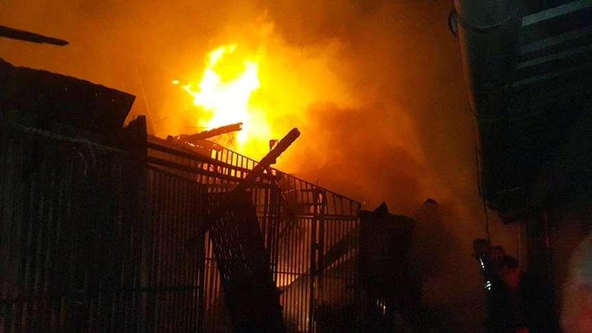 Osmaniye'de kapalı çarşıda yangın!