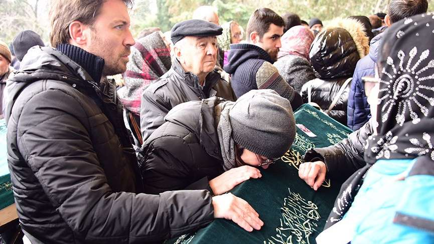 Yeliz Şar, babasına son kez sarıldı