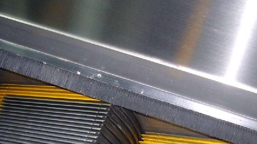 Yürüyen merdivenin kenarındaki fırçalar ne işe yarar?