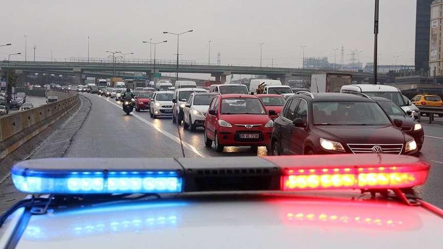Bakanlık karar aldı ama uyan yok. İstanbul'da çakarlı araç kabusu