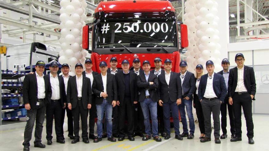 Aksaray'daki fabrikada 250 bininci Mercedes-Benz kamyon üretildi!