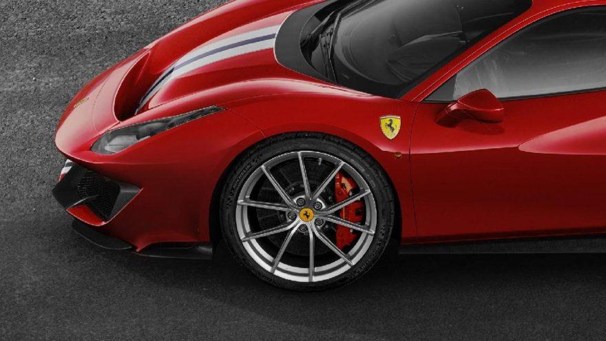 Ferrari 488 Pista yere daha sağlam basıyor