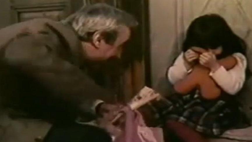 Burçin Terzioğlu oyunculuğa 'Çıplak Vatandaş' filmi ile başlamış