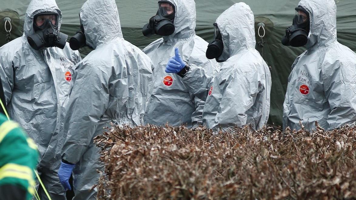 İngiltere'de panik: Sinir gazı bulundu, her şeyi yıkayın