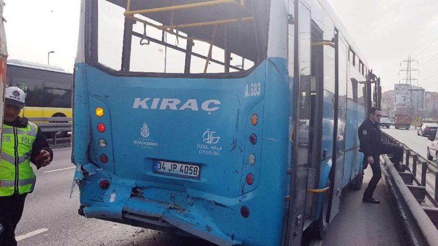 İstanbul'da TIR halk otobüsüne çarptı