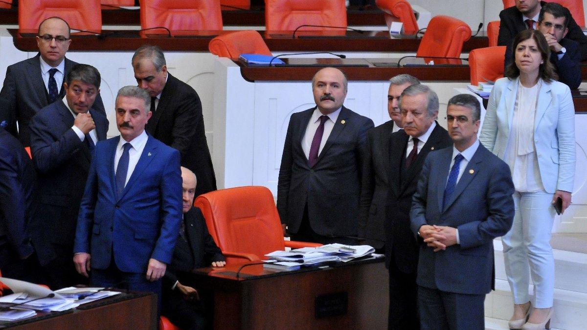AKP-MHP ittifakı kabul edildi, Meclis'te tokatlı yumruklu kavga