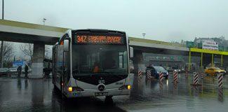 Minibüs metrobüs yoluna girdi