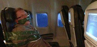 Sarhoş yolcuyu koltuğa bantladılar