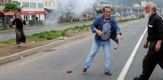 'Polis ambulansa gaz bombası attı'