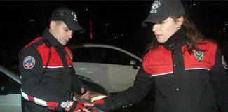 Polise kadın eli
