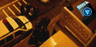 Polislere tekme tokat saldırdılar