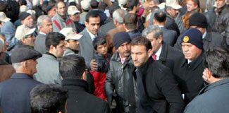 Başbakan'ı protesto etti gözaltına alındı