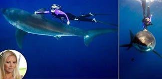 Köpekbalıklarına fısıldayan kadın