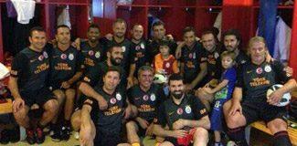 Efsaneler Barça'yı devirdi!