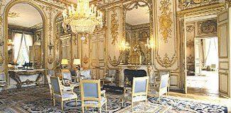 Aldatılan First Lady Sarayı dağıttı