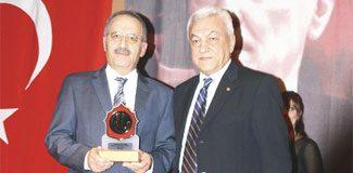 Saygı Öztürk'e 'Gazetecilik Onur Ödülü'