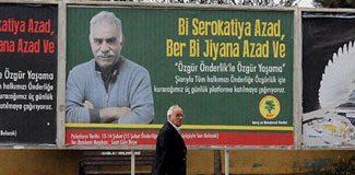 Sokaklara Abdullah Öcalan afişleri!