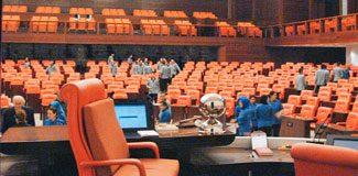 Meclis'te akan kanı 100 kişi temizledi!