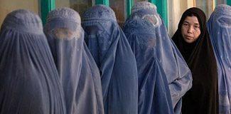 """Afganistan'da kadınlara """"suskunluk"""" yasası"""