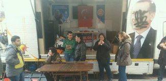 AKP'nin seçim karavanına protesto