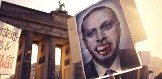 Almanya'da Erdoğan'a büyük protesto