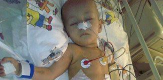 1,5 yaşındaki Asmin'in ameliyat parasını çaldılar!