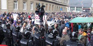Bosna'da sokaklar boşalmıyor!