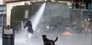 """İngiliz polisi: """"TOMA bizi bozar"""""""