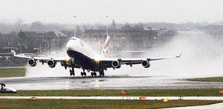 İngiltere'de uçaklar inemedi!