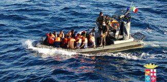 İtalya açıklarında binden fazla göçmen kurtarıldı