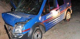 Jandarma aracı kaza yaptı: 3 yaralı