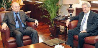 Kıbrıs'ta müzakereler başladı