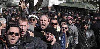 Kırım'da tansiyon yükseliyor: 1 ölü