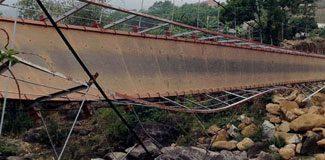 Köprü çöktü cenaze konvoyu uçtu!