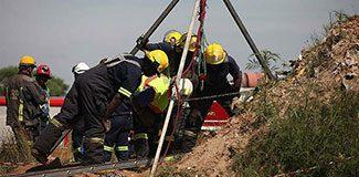 Madende mahsur kalan işçiler polisten kaçıyor!
