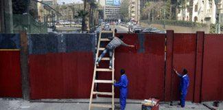 Tahrir meydanına dev demir kapı!