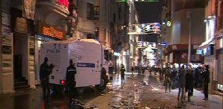Taksim'de TOMA'lı müdahale!