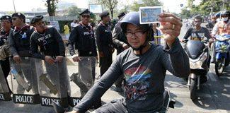 Tayland'da gergin seçim: Sandıklar kapatıldı!
